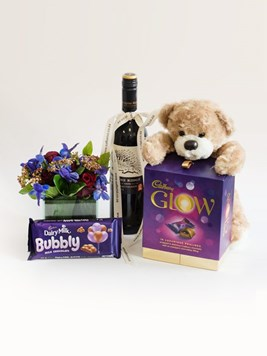 Snack & Gift Hampers: A Grateful Glow with Red Wine