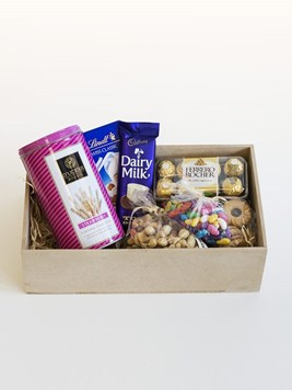 Snack & Gift Hampers: D'licious in Pink Gift Box